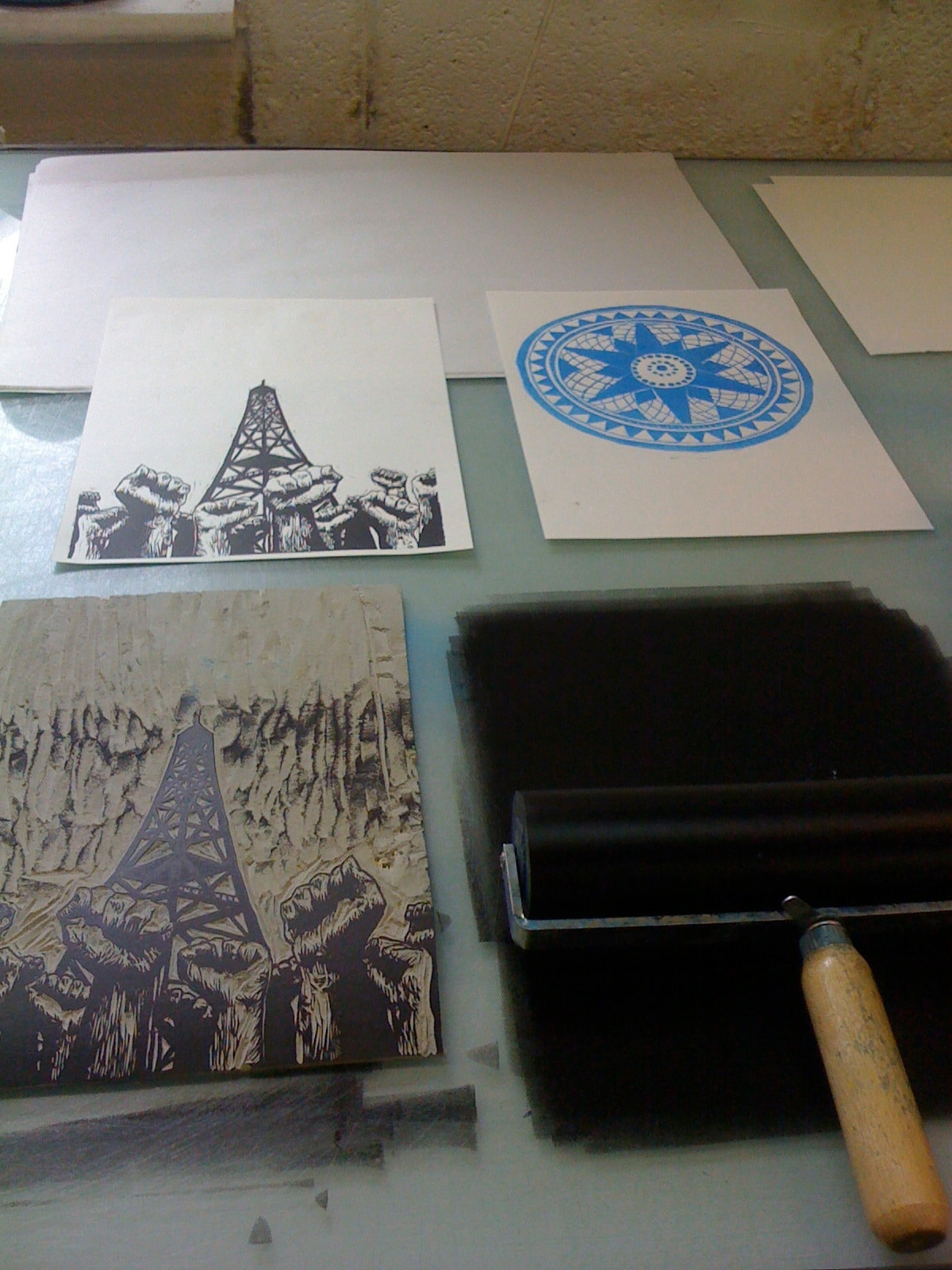 Rolling the lino with ink before printing