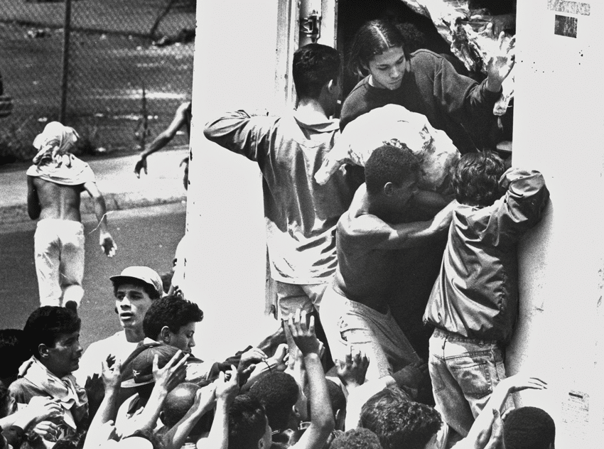 Rioters during the 'El Caracazo' events of February 1989 in Caracas,  which took Chavez completely by surprise. Photo: DPA/Press Association Images