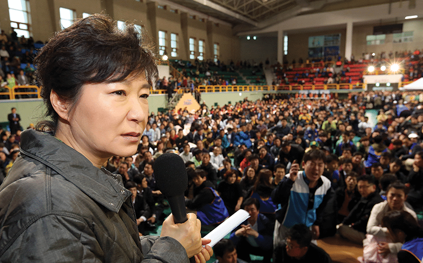 South Korean president Park Geun-hye speaks at  a gymnasium in Jindo during a meeting with parents whose children are missing, Thursday 17th April, 2014. Photo:  Do Kwang-hwan/AP/Press Association Images