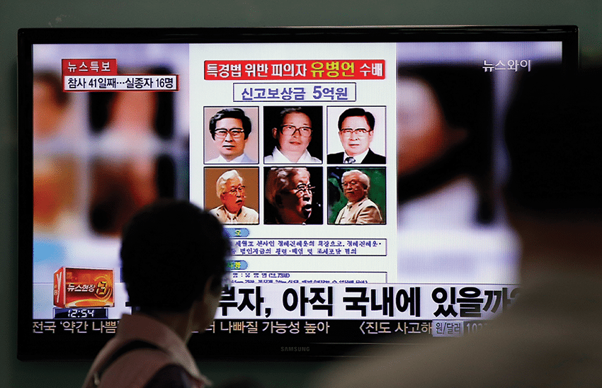 Wanted posters for Yoo Byung-eun offering a 500 million won reward for information leading to his arrest. Photo: Lee Jin-man/AP/Press Association Images