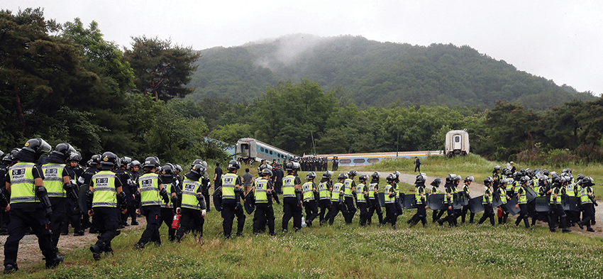 Police raid the Evangelical Baptist Church on 11th June 2014. Photo: Shin Young-geun/AP/Press Association Images