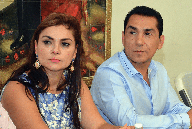 Former mayor José Luis Abarca Velázquez, right, and his wife, María de los Ángeles Pineda Villa – blamed for the abductions. Photo: Alejandrino Gonzalez/AP/Press Association Images