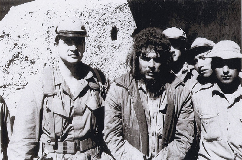 Che Guevara, centre, shortly before his execution at the hands of the Bolivian army. Photo: AP Photo/Courtesy of Felix Rodriguez