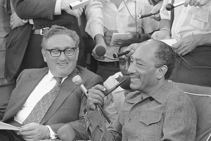 Kissinger and Egyptian president Anwar Sadat with reporters in Alexandria, 1975. Photo: AP/Press Association Images